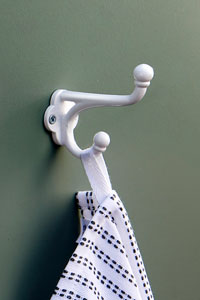Wall mounted cast iron coat and hat hook in white